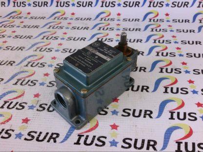 Allen-Bradley AB 802T-R1TD 802TR1TD Time Delay Oiltight Limit Switch 120VAC